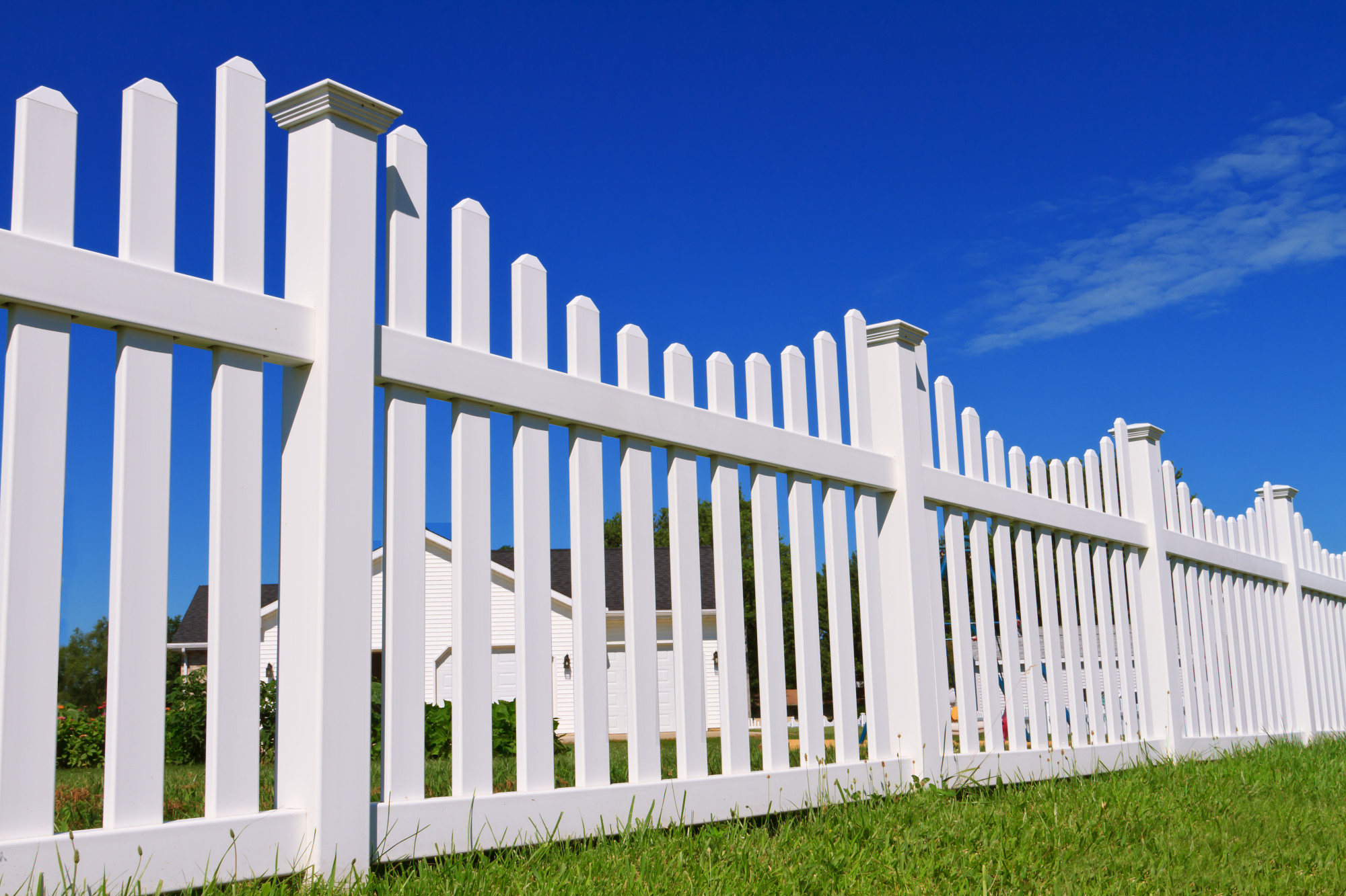 Wood vs Vinyl Fencing: Which Is Best for You?